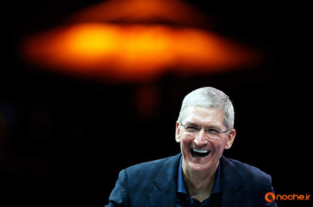 Apple CEO Tim Cook speaks at the WSJD Live conference in Laguna Beach, California October 27, 2014.  REUTERS/Lucy Nicholson (UNITED STATES - Tags: BUSINESS SCIENCE TECHNOLOGY)