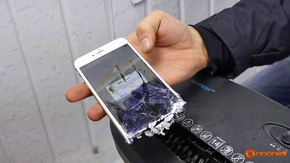 Paper Shredder vs iPhone 6S - Can You Shred an iPhone.mp4_000211277